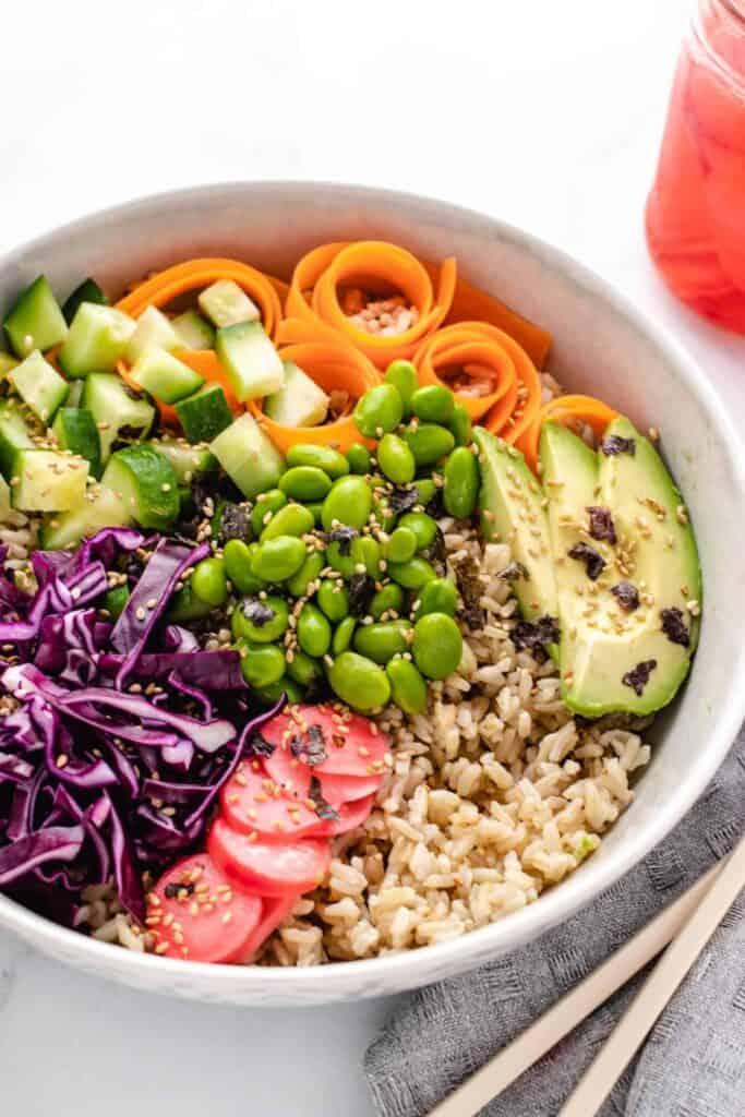 vegan sushi bowl with brown rice and edamame