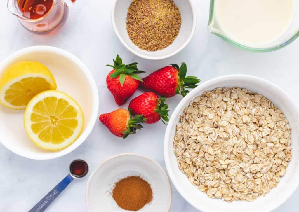ingredients for strawberry overnight oats