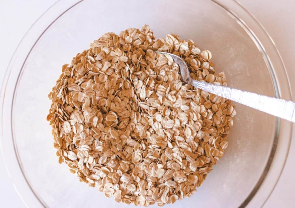 dry ingredients for oatmeal bars in a glass bowl