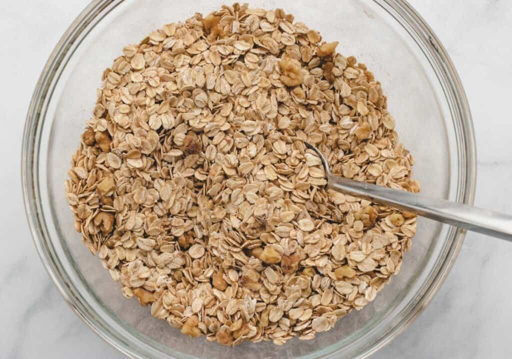 old fashioned oats and dry ingredients mixed in a bowl